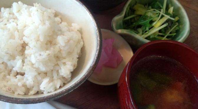 神戸元町のおしゃれなカフェでランチ