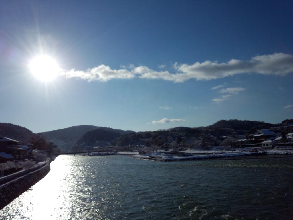 雪の宇治川