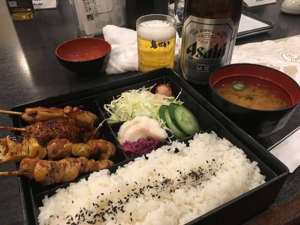 焼き鳥定食と瓶ビール