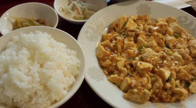 板宿駅の商店街近くの台湾料理「萬年」