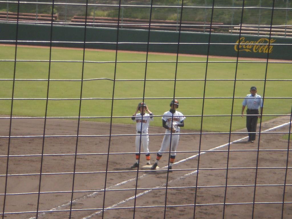 左は代走の藤田選手、右がタイムリーの奈良選手