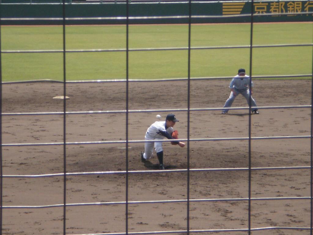 早くもマウンドに上がった平安の中田投手
