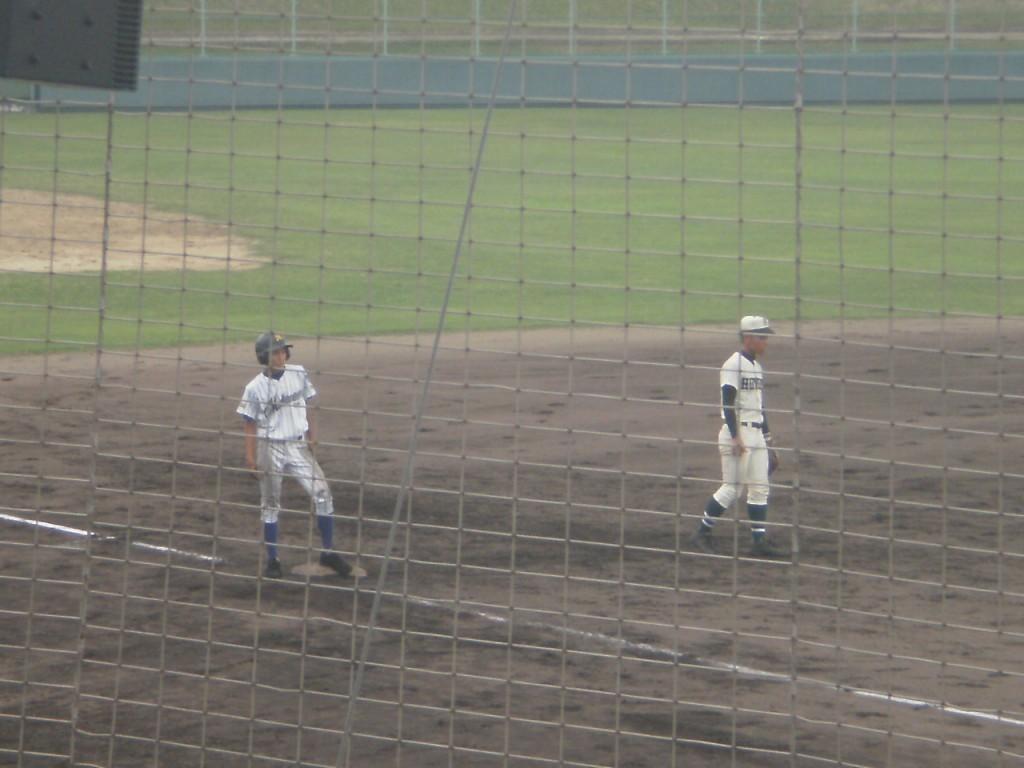 この試合、初めて武庫荘総合はランナーを3塁へ進めます