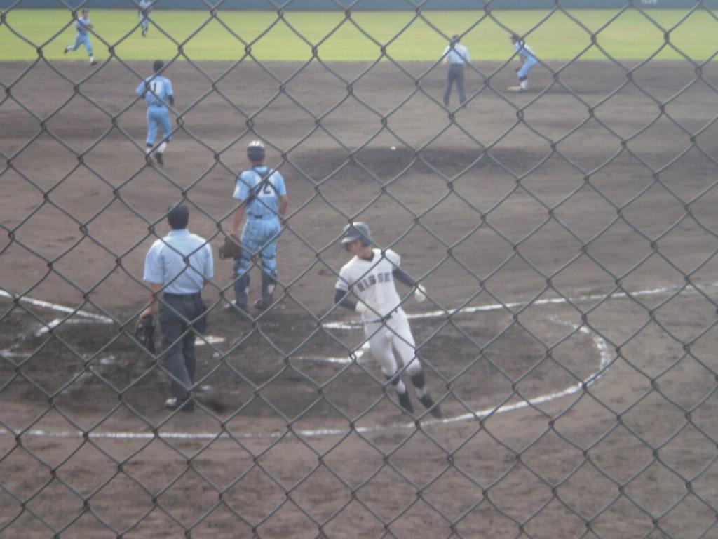 2点目のホームを踏む波多野選手