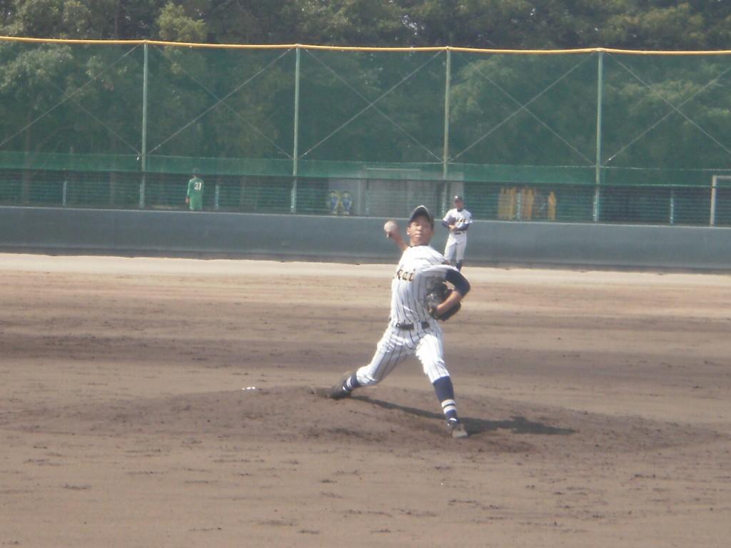 東海大仰星の2番手背番号11のフジイ(?)投手