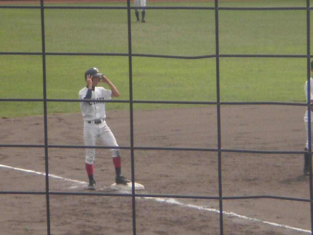 3塁へ進む鈴木選手