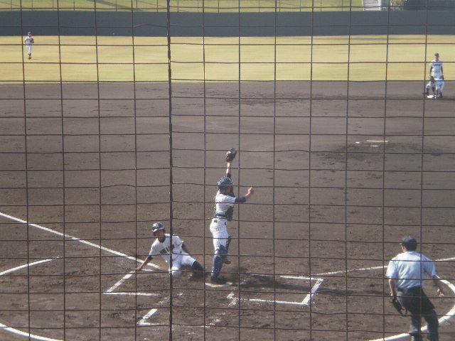 西川選手はホームでアウト