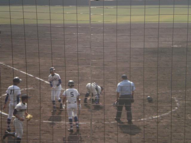 矢野選手はホームでタッチアウト