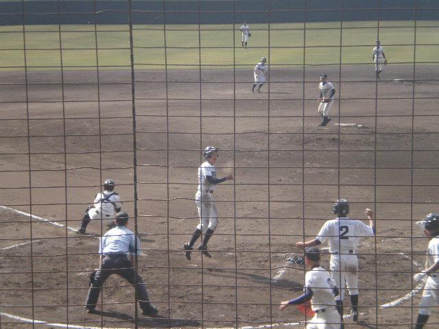 小川選手がサヨナラのホームイン