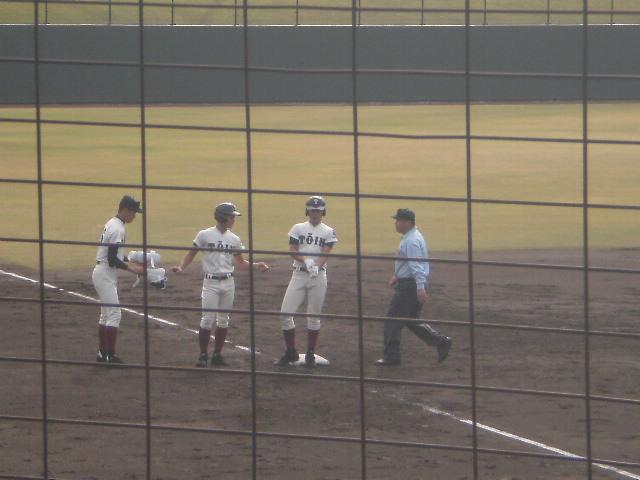 3塁打の古寺選手(右端)