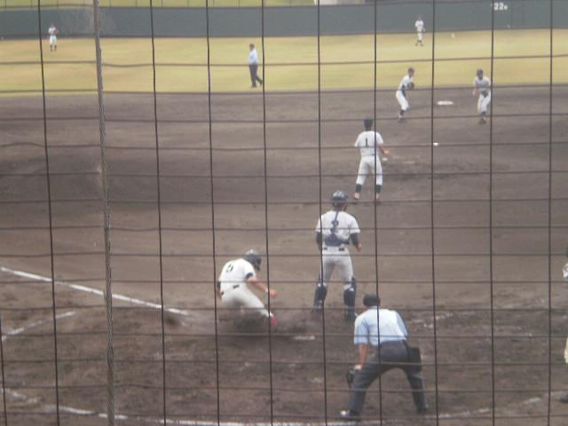 吉澤選手が3点目のホームイン