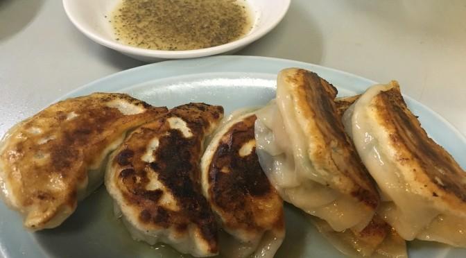 お酢と胡椒だけで食べる絶品焼き餃子「珉珉」