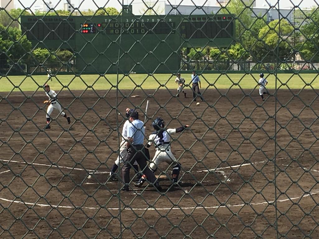 2死満塁から大阪学院大高、背番号5の選手が見逃し三振に倒れチャンスを生かせず!