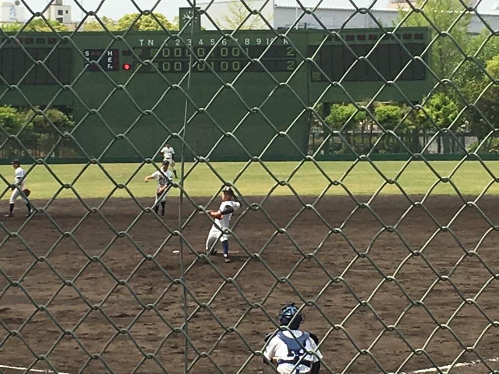 大阪学院大高3番手の背番号11の右腕