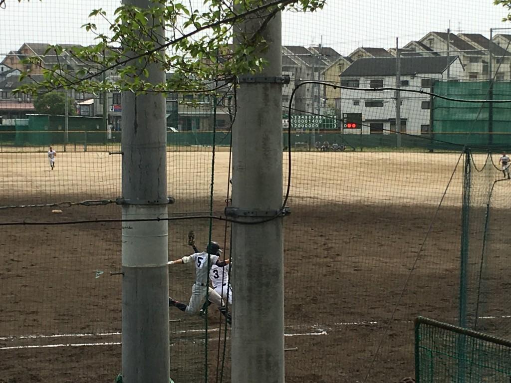 9回裏、立命館宇治・中原選手がセカンドゴロに倒れゲームセット