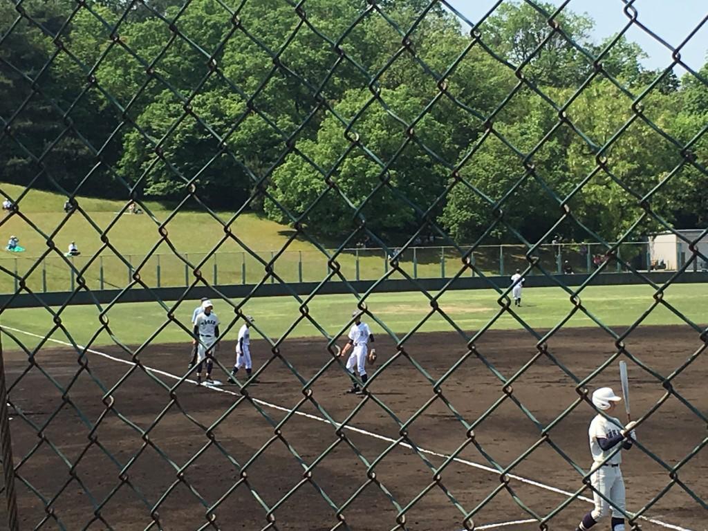 島野選手が三塁へ進塁