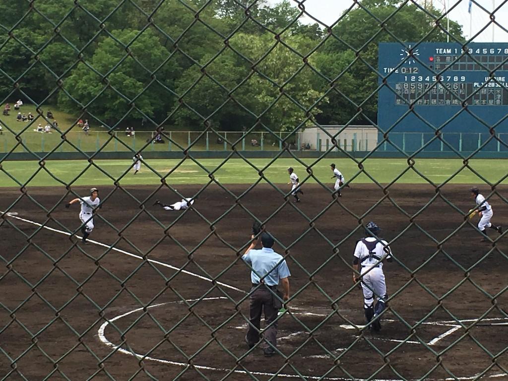 渡辺選手の打球はレフト前へ!サードから河野選手ホームイン