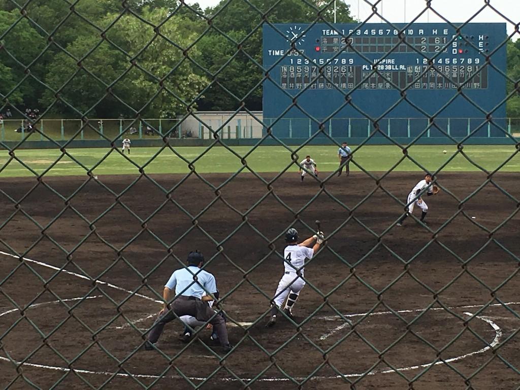 久保田選手が勝ち越しタイムリーヒットを放つ