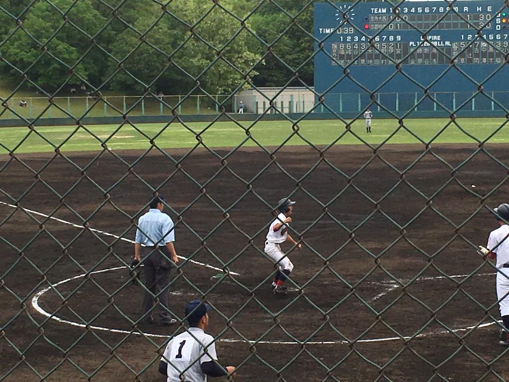 吉岡選手が生還し京都明徳1点勝ち越し!