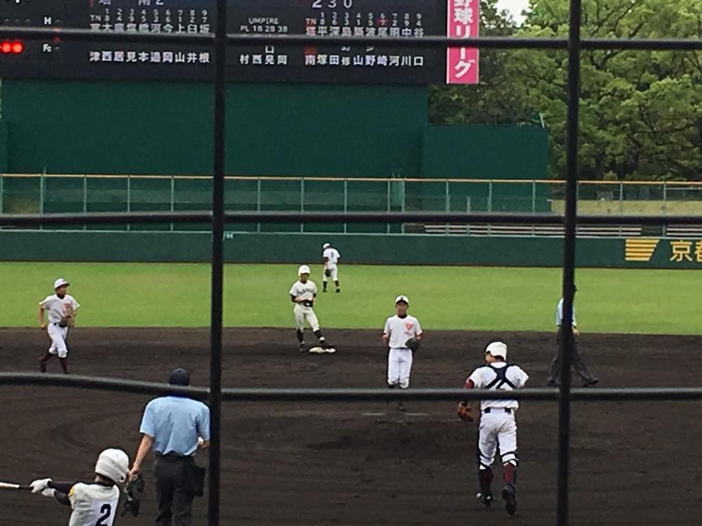 2点目のタイムリーヒットを放ち、送球間に2塁へ進んだ尾崎選手
