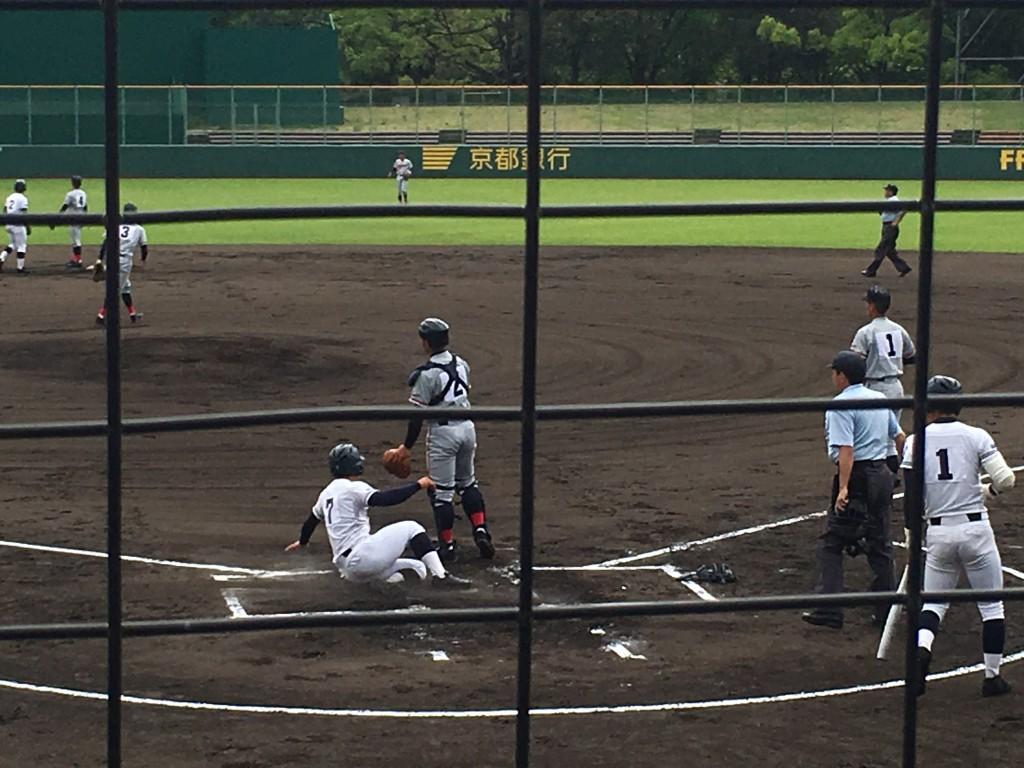 上野青選手が2点目のホームイン