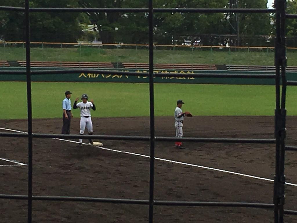3塁へ進む上野青選手