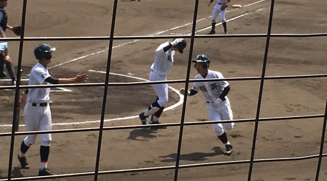 この試合2本目のソロホームランを放った浜野選手(右端)