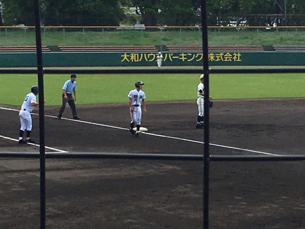 3塁へ進む阿部選手