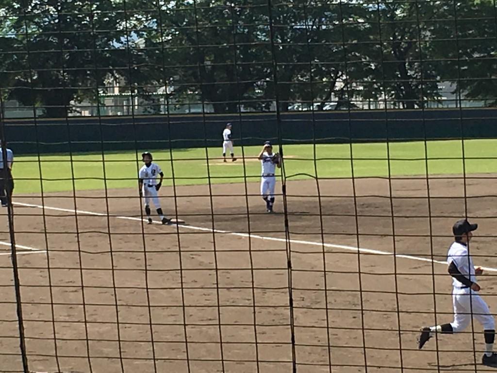 1回表、3塁へ進んだ大江・山下選手