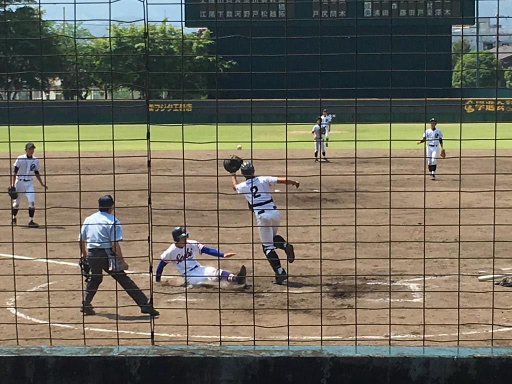 立澤選手が6点目のホームイン