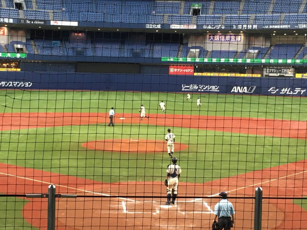 渡邊選手の打球はセンター前へ!