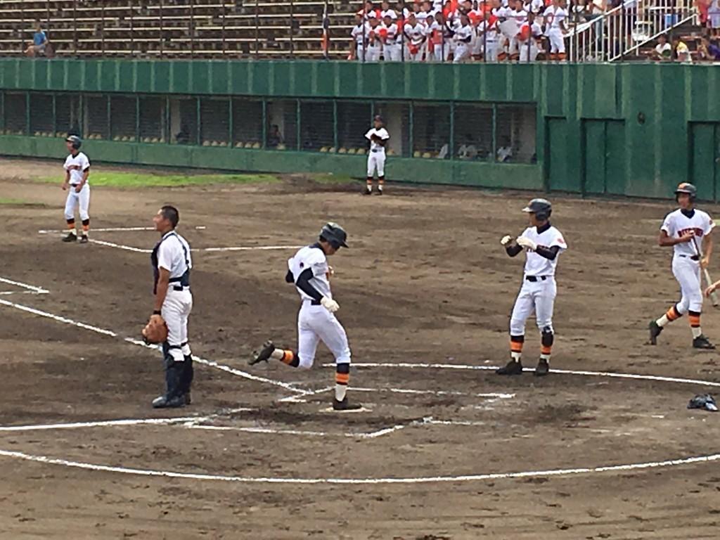 笹部選手が6点目のホームイン