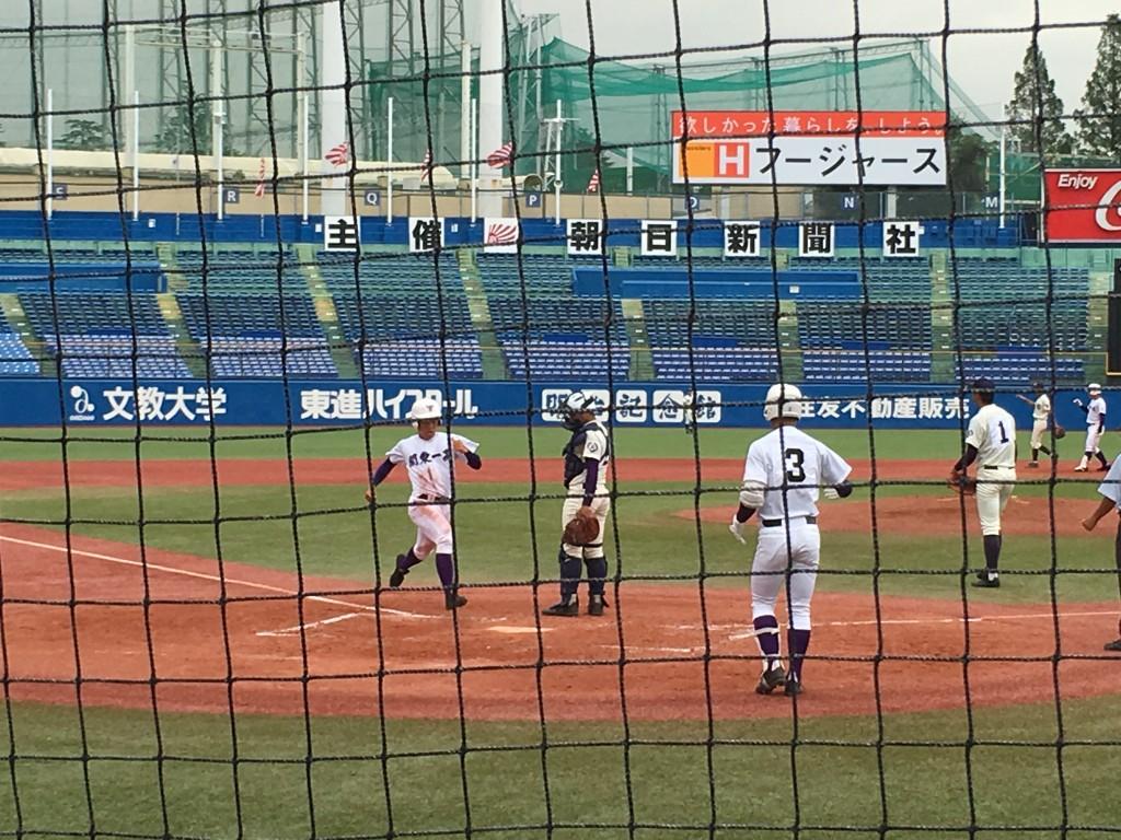米田選手が2点目のホームイン