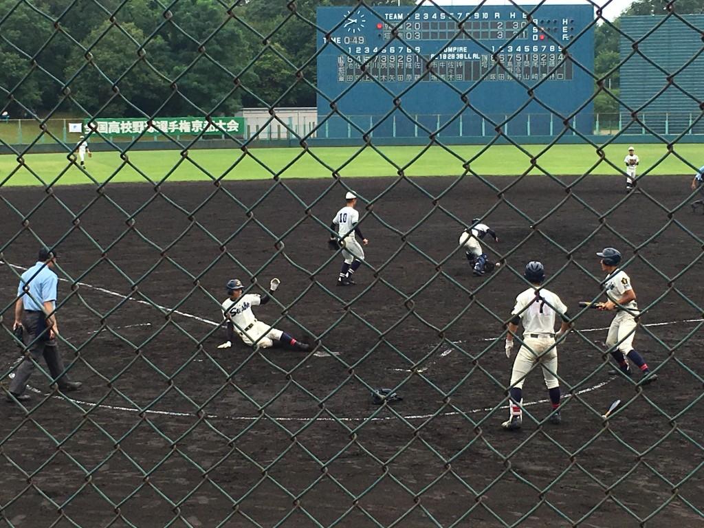 京都成章、池田選手が同点のホームイン