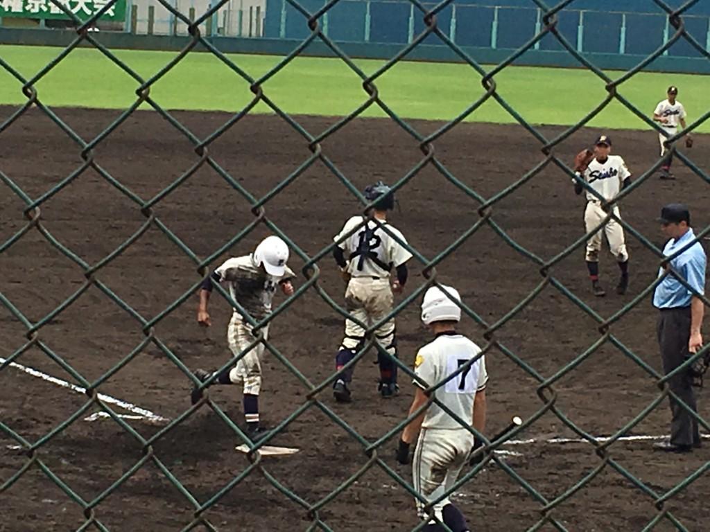 平塚選手が6点目のホームイン