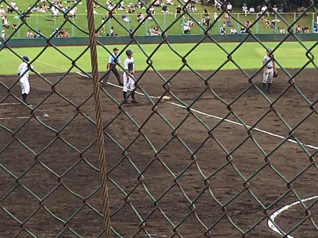 三塁へ進塁する小川選手