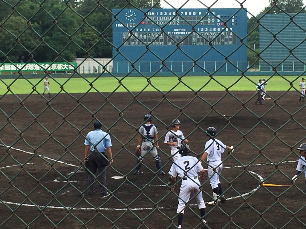 松尾選手が平安10点目のホームイン