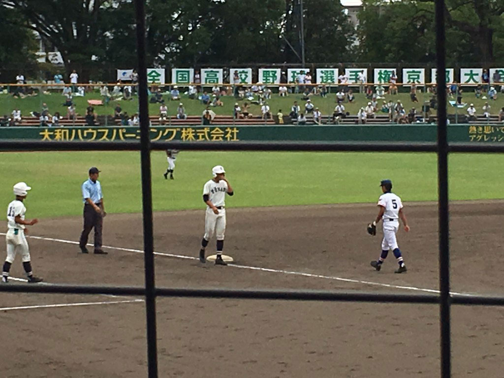 3塁へ進む塔南・島野修輔選手