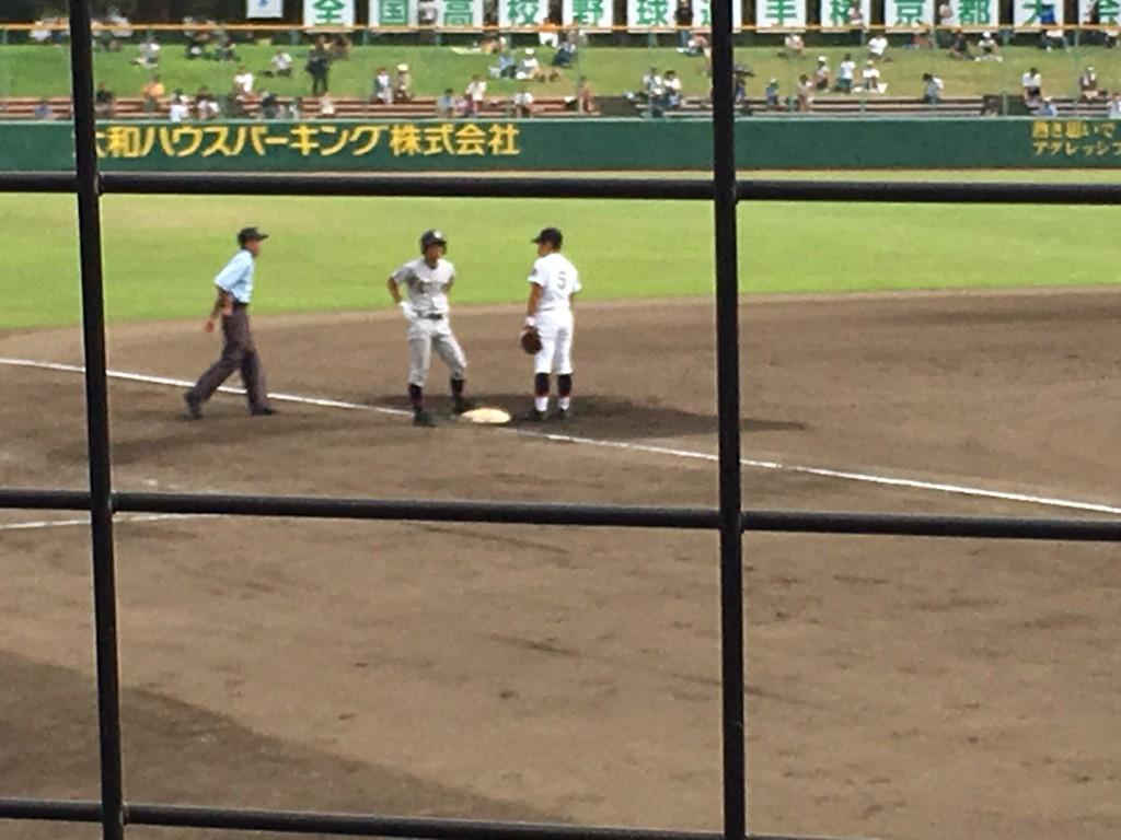 3塁へ進む、立宇治、樋浦選手