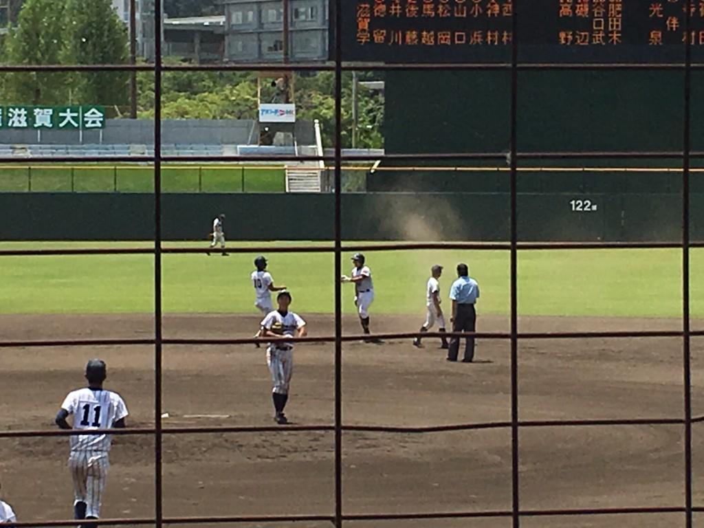 タイムリーヒットを放ち2塁まで進んだ松岡選手