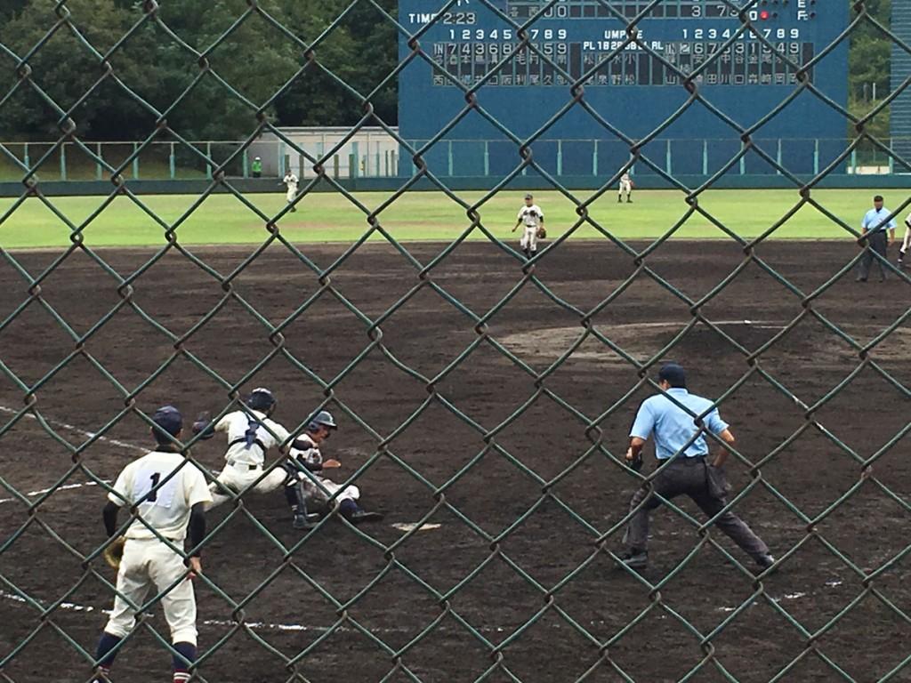 峰山・永岡選手が勝ち越しのホームイン