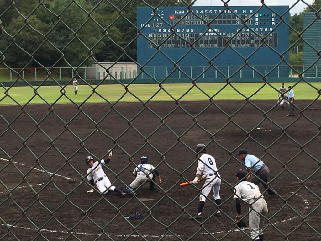 吉田選手のタイムリー2塁打で大上選手が7点目のホームイン