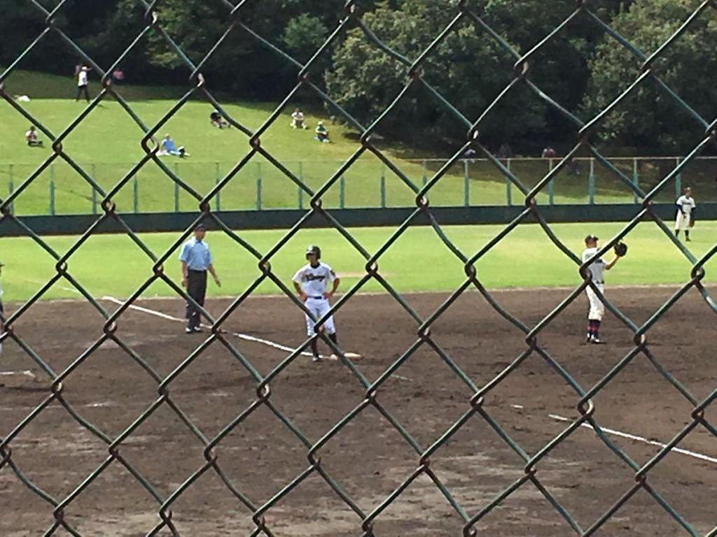 三塁に進塁する西村選手