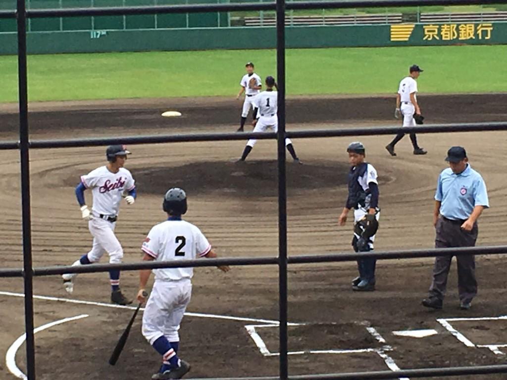 成美、岡本選手が先頭打者ホームラン