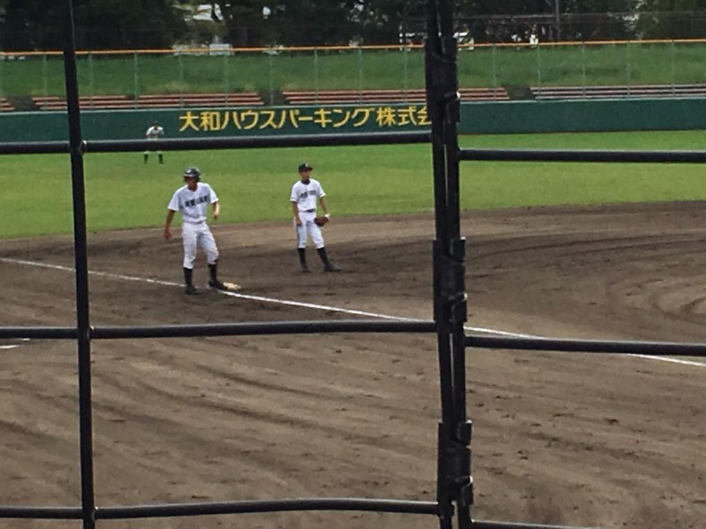 三塁へ進む松田選手