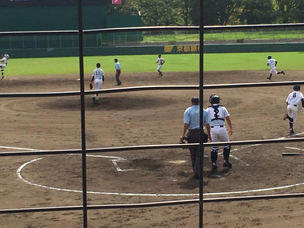俣野選手の打球はショートライナー