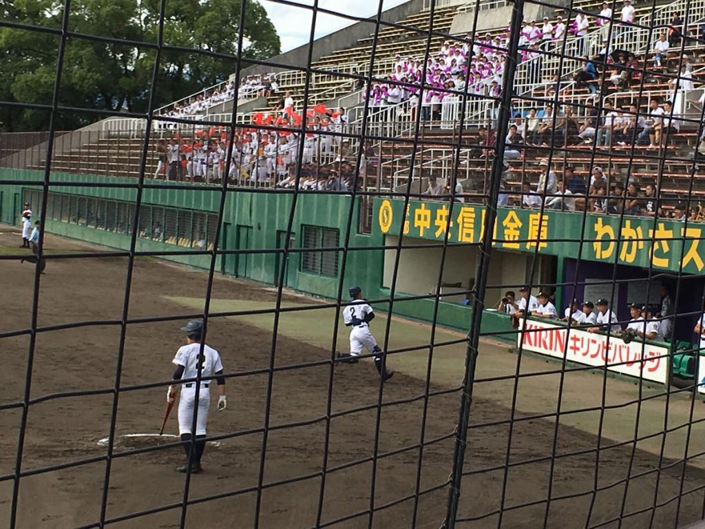 2死3塁の場面で村井選手は捕邪飛に倒れる