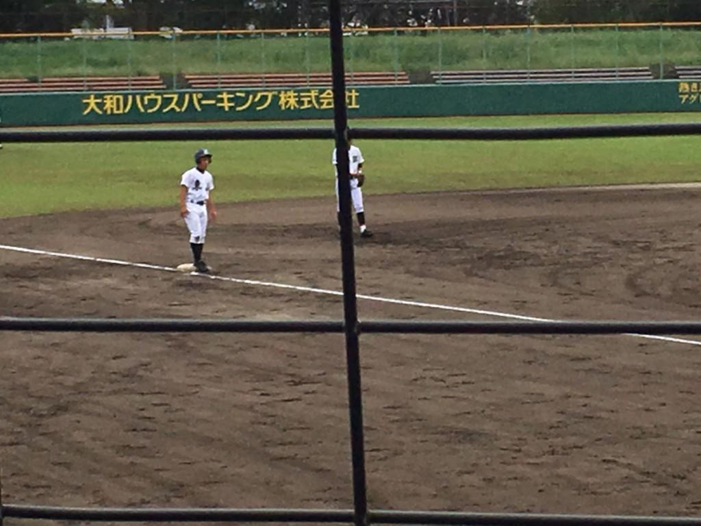 3塁へ進塁した長谷川選手