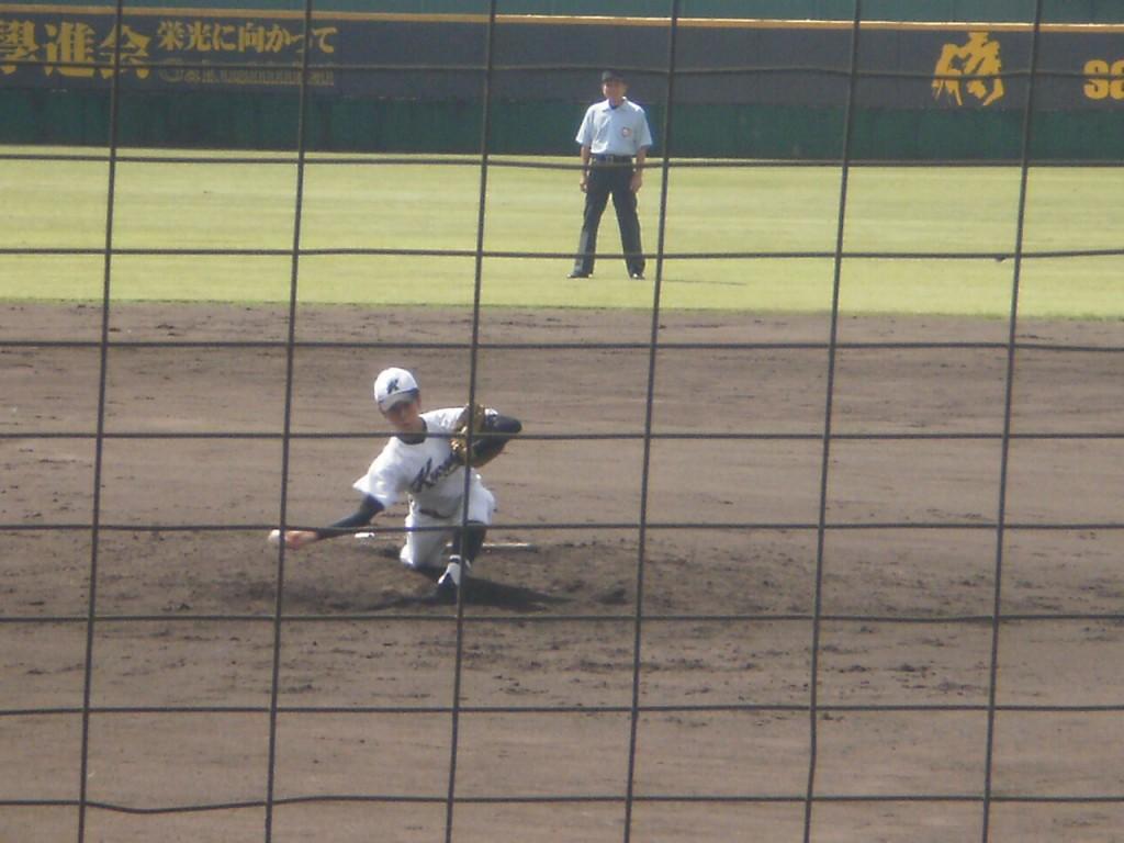 京都学園の出利葉投手