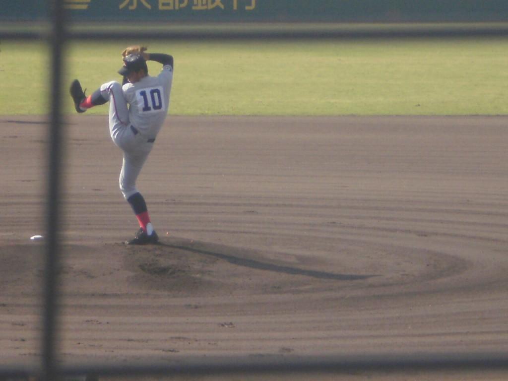 豪快な投球フォームの中川投手